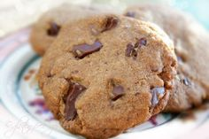 Gluten-Free Dark Chocolate Chunk Cookies from Karina -- these are seriously yummy Gluten Free Cookie Recipes, Gluten Free Sweets, Gluten Free Cakes, Gluten Free Baking, Vegan Sweets, Delicious Desserts, Yummy Food, Healthy Food, Gluten Free Chocolate Chip Cookies