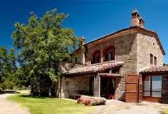 Podere Il Colle - sitting on a sunny hillside it is part of the farm estate Antico Podere di Pomaio, covered with olive groves, vineyards and woodland.