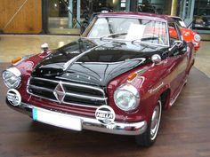Borgward Isabella Coupe. 1957 - 1961. Ursprünglich hatte Carl Borgward 1955 eine Isabella Coupe als Geburtstagsgeschenk für seine Gattin als Einzelstück bauen lassen. Da dieser Wagen jedoch so viel Aufsehen erregte wurde er ab 1957 in Serie produziert. Die Coupes waren immer mit dem 75 PS-motor der Isabella-TS ausgestattet. Hier wurde ein Modell ab dem Modelljahr 1958 abgelichtet. Dieses ist am kleineren Rhombus im Kühlergrill zu erkennen