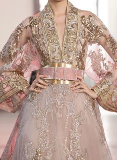 🏵 elie saab fall 19 couture Couture Details, Fashion Details, Fashion Design, Elie Saab Fall, Haute Couture Fashion, How To Pose, Couture Dresses, White Fashion, Beautiful Gowns