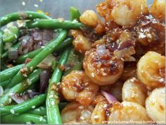 Lunch yesterday. Green beans and onions cooked in coconut oil and shrimp sautéed in pad thai sauce. Sprinkled with sesame seeds.