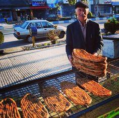 Tehran. I love this bread Azɱαʈ Sülҽiɱāaɲ سليمان