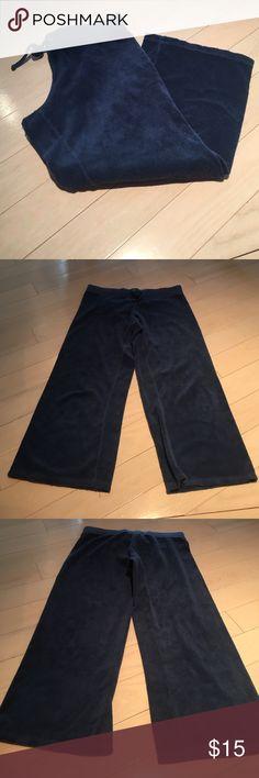 Navy Juicy Couture Capris Size S . Juicy Couture Pants Capris