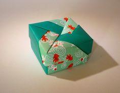 """Ballotin de dragées mariage en papier origami """"petit poisson rouge"""" couleur rouge et vert"""