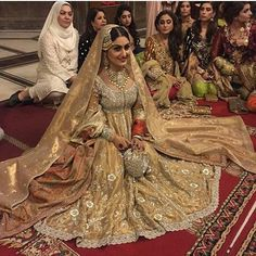 Pakistani couture This bride is so stunning! We're loving everything about her big day look ・・・ at her nikkah today! Desi Bride, Desi Wedding, Wedding Attire, Wedding Outfits, Wedding Photoshoot, Wedding Wear, Pakistani Wedding Dresses, Pakistani Outfits, Pakistani Couture