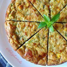 Campeã de praticidade, saúde e sabor! Faço esta torta de liquidificador low carb sempre! Normalmente uso recheio de legumes (nesta foto: brócolis, milho e couve-flor). Veja só como é fácil fazer: TORTA DE LIQUIDIFICADOR LOW CARB 3 ovos 2 fatias grossas de queijo minas frescal (espessura de um dedo) 2 cols sopa de requeijão ou creme de ricota 2 cols sopa de farelo de aveia 1 col sopa de polvilho azedo 3 cols sopa (cheias) de ervas frescas 1/2 col sopa de fermento para bolo Sal e pime...