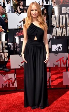 Disney star Debby Ryan looked ultra sophisticated in this Rachel Zoe getup. The cutout detailing in the center adds a sultry touch.