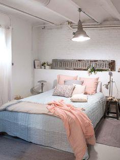 Nos vamos de visita a un precioso loft situado en el centro de Madrid. Estilo industrial con muchos muebles recuperados que le dan caracter y personalidad. ¡no te lo pierdas!
