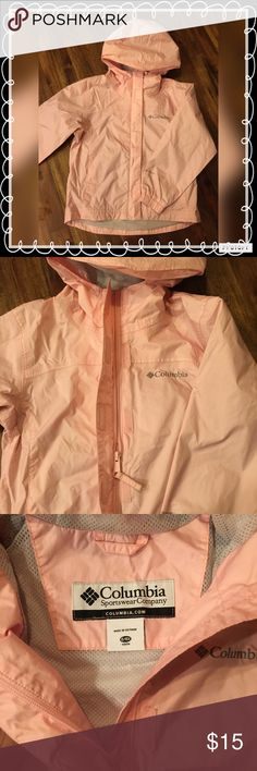 Girls Columbia Rain Coat | Jacket Pale pink with light gray lining. Functioning zipper with wind guard. Lightweight, durable, and has side pocket for packing it for travel. From smoke free home💕 Columbia Jackets & Coats