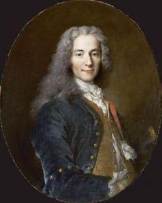 """François Marie Arouet, Voltaire par Nicolas de Largillière (1725) - Un cénacle de penseurs, parmi lesquels La Mettrie ou Maupertuis, est rassemblé à Postdam. Au souper de l'empereur, on dresse le plan d'un dictionnaire philosophique. Mais le projet n'aboutira pas, Frédéric II méprisant trop la canaille pour l'éclairer. Voltaire s'aperçoit qu'il est l'amuseur et non le conseiller de Sa Majesté dont le propos """"on presse l'orange et on jette l'écorce"""" lui est rapporté."""