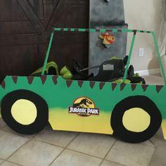 Cardboard+Paint=A cool Jurassic Park jeep