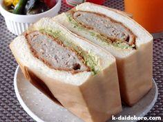 メンチカツのサンドイッチ Korean Rice Cake, A Food, Food And Drink, Rice Cakes, French Toast, Sandwiches, Bread, Cooking, Recipes