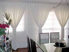 Diseños de Cortinas para Salas y Comedores Tips para el Diseño de Salas Classic Window, Extreme Makeover, Classic Chic, Style And Grace, Home Renovation, Window Treatments, Cool Style, Windows, Curtains