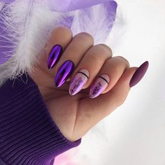 False nails have the advantage of offering a manicure worthy of the most advanced backstage and to hold longer than a simple nail polish. The problem is how to remove them without damaging your nails. Hair And Nails, My Nails, Cute Nails, Stylish Nails, Trendy Nails, Violet Nails, Sparkle Nails, Manicure E Pedicure, Purple Manicure