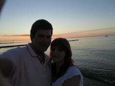 Wir haben einen romantichen Abend am Strand verbracht und dabei eine Flasche Rotkäppchen!
