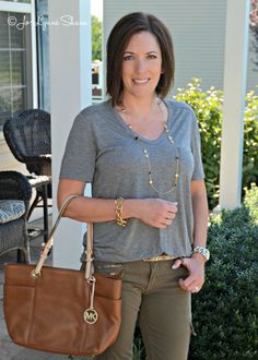 How to Front Tuck your shirt like a pro. Love this color combo for the fall!! Click through for more great fashion tips... Jo Lynne Shane