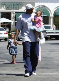 Paul Pierce Lunches With His Girls
