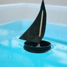 łódki z nakrętek - zabawa dla dzieci