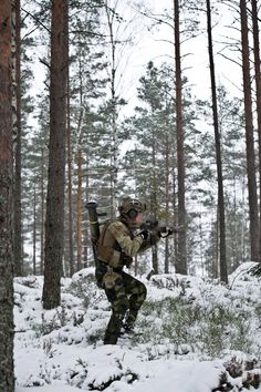 Swedish SOG during an excercise [2832 x 4256]