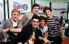 An adorable pic of fetue One Direction to brighten your day!