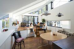 スキップフロアとは、1階と2階の間に中間階を設けたり、階段状に床を段々に連ねながらフロアを、そして空間をつなげていくこと…