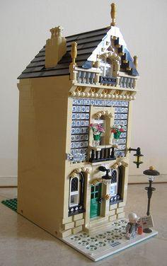 "LEGO Moc Modular ""Rua do Lá-Vai-Alho, nº4"" 002 by Jotabeeeeeee, via Flickr"