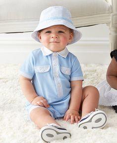 Romper con rayas azules y blancas, incluye un sombrero para que tu bebe se vea aún más Adorable