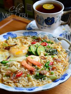 Fast to cook, great to eat! ~ My mak taught me egg last to go in :D mmm Maggi Recipes, Asian Recipes, Ethnic Recipes, Asian Foods, Malaysian Food, Egg Dish, I Love Food, Noodles, Macaroni And Cheese