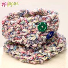 Cuello de niña con lana gorda y botones de colores (70% wool)