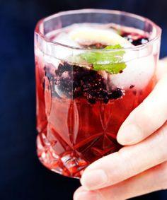 Velkomstdrink: Gin & tonic med brombær og mynte