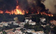 Μεγάλη φωτιά στην Βαλένθια - Κινδύνεψαν κάτοικοι και τουρίστες