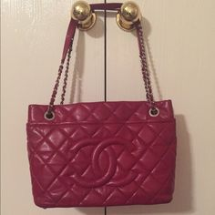 Red tote leather bag 100% authentic red tote leather in excellent condition CHANEL Bags Totes