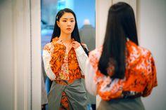 Let's take a look at the skirt Seo Ji-hye wears in episode 4 of Korean Drama 'Crash Landing On You'. Work Fashion, Fashion Looks, Seo Ji Hye, Nice Dresses, Girls Dresses, Korean Shows, Jung Hyun, Size Zero, Hyun Bin