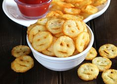 Potato Smileys are crispy, irresistibly delicious and joyful snack prepared using only 3 ingredients. This recipe is vegan and gluten free.