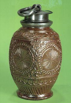 Muskauer Steinzeugflasche mit Rosetten und Stempeldekor um 1650