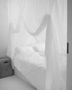 Current bedroom view loving the canopy #canopy #bedroom #elloshome #elloscanopy #sänghimmel #blanca #sänkykatos #ellosblanca #ellos #tv_allwhite