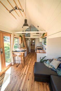 """""""Sojourner"""" Tiny House by Australian-based Häuslein Tiny House Co. The """"Sojourner"""" Tiny House by Australian-based Häuslein Tiny House Co.The """"Sojourner"""" Tiny House by Australian-based Häuslein Tiny House Co. Best Tiny House, Tiny House Plans, Tiny House On Wheels, Inside Tiny Houses, Small Tiny House, Casas Containers, Tiny Spaces, Small Rooms, Tiny Apartments"""