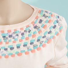 Schulterteil Fashion DIY Tutorial: Alten Sweater mit Stoffresten aufpeppen - Fashion Recycling leichtgemacht