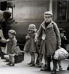 Children evacuate London by train during the Battle of Britain; this pinner's comment: my gran and granddad took in some children from London during the war; the kids had impetigo and granddad treated it with boric acid crystals dissolved in water British History, American History, London History, World History, World War Ii, Uk History, The Blitz, Battle Of Britain, Old London