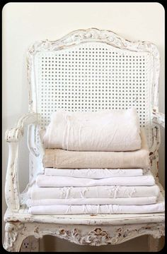 A beautiful chair is an easy reach elegant place for extra blankets towel sets for your guests. Old Chairs, Outdoor Chairs, Black Chairs, Painted Furniture, Home Furniture, White Cottage, White Farmhouse, Shabby Cottage, Cottage Style