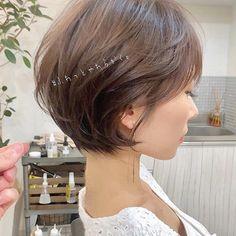Pin on ヘアスタイルのアイデア Bob Haircut For Fine Hair, Short Hairstyles For Thick Hair, Asymmetrical Hairstyles, Short Hair Cuts For Women, Cool Hairstyles, Sharon Stone Short Hair, Short Hair Back View, Hair Color Asian, Medium Hair Styles