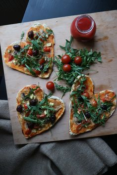 Vegan pizza Vegan Pizza, Bruschetta, Vegetable Pizza, Vegetables, Ethnic Recipes, Food, Veggies, Vegetable Recipes, Meals