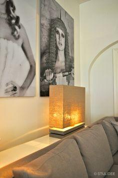 Wandlamp met linnen kap bij interiors dmf in zeist   Fotografie STIJLIDEE Interieuradvies en Styling