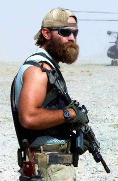 The Tac Beard : U. Army Special Forces ''Green Berets'' member standing by with two helicopters on the deck during early stage of the War on terror in Afghanistan. Us Special Forces, Special Ops, Tactical Beard, Tactical Firearms, Special Operations Command, Green Beret, United States Army, Navy Seals, Donald Trump