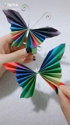 Paper Flowers Craft, Paper Crafts Origami, Paper Crafts For Kids, Flower Crafts, Butterfly Crafts, Diy Crafts Hacks, Diy Crafts For Gifts, Creative Crafts, Instruções Origami