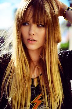 Kristina Bazan, Ombre, and a cool shirt Brown Hair Blue Eyes Pale Skin, Blue Hair, Hairstyles With Bangs, Pretty Hairstyles, Natural Hairstyles, Perfect Bangs, Costume Noir, Blond, Rides Front