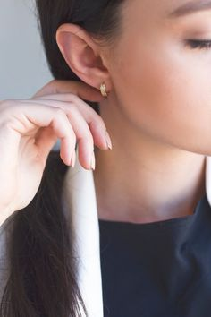Trendy Piercing Ear Simple Jewelry Ideas – Ink//Piercings♡ – – Ear Piercing, You can collect images you discovered organize them, add your own ideas to your collections and share with other people. Septum Jewelry, Ear Jewelry, Body Jewelry, Mini Hoop Earrings, Pearl Earrings, Simple Jewelry, Eternity Ring, Ear Piercings, Schmuck
