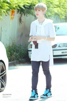 Men kpop fashion# Hansol looks so cute in this outfit ^^ He has a kinda calm fashion style and thats what I like about him(ofcours I like more about him xd) Also...he's not standing strait xd Just like me and my sister XD lol