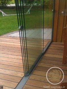Glasschiebetüren 5 gleisig mit Aluminium Bodenschiene Glass sliding doors 5 tracks from Sunflex! The sliding glass doors can be used both outdoors and indoors. The doors for patio glazing and summer gardens are popular! Backyard Patio Designs, Pergola Patio, Backyard Landscaping, Cheap Pergola, Pergola Kits, Patio Ideas, Garden Ideas, Patio Enclosures, Cottage Door