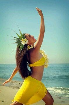 A Gorgeous Tahitian Woman Polynesian Dance, Polynesian Islands, Polynesian Culture, Hawaiian Islands, Hawaiian Dancers, Hawaiian Art, Hawaiian Woman, Hawaiian Girls, Islas Cook